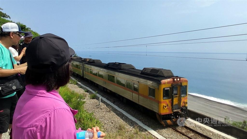 台鐵南迴線12月16日起將恢復常態行駛4列次自強號。(中央社檔案照片)