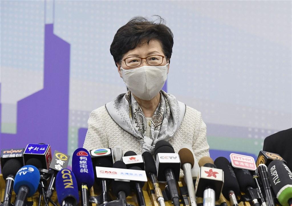 香港行政長官(特首)林鄭月娥28日指,外媒在報導香港問題時,未能做到客觀持平,令香港的國際形象受損。(共同社)