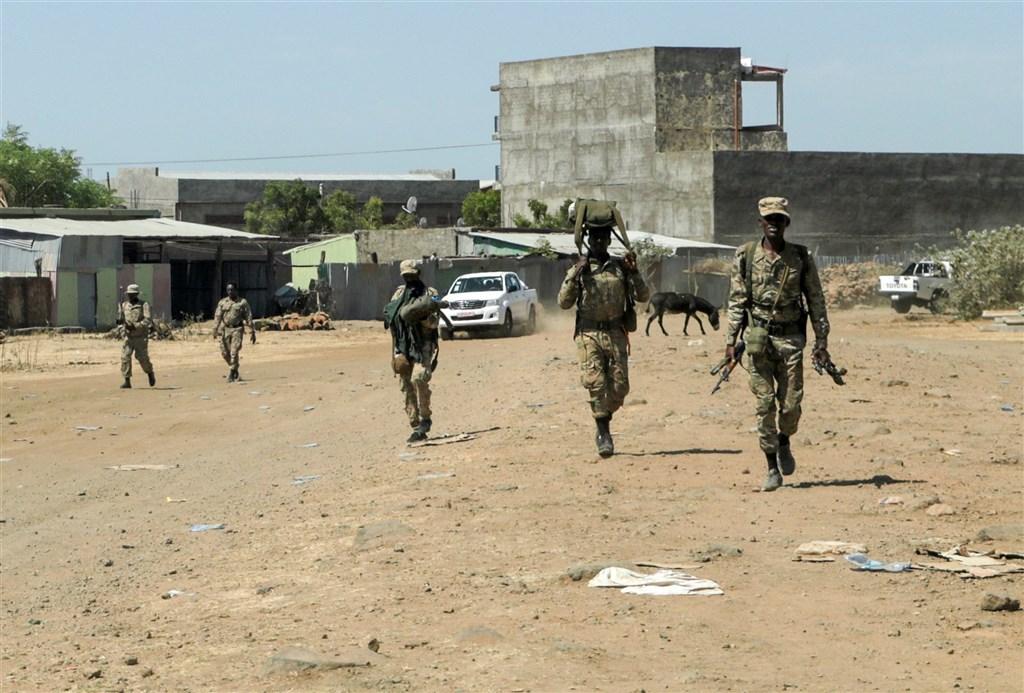 衣索比亞總理阿比28日表示已全面控制泰格瑞地區,但一直對抗政府軍的泰格瑞人民解放陣線表示仍未認輸。圖為泰格瑞人民解放陣線士兵。(路透社)