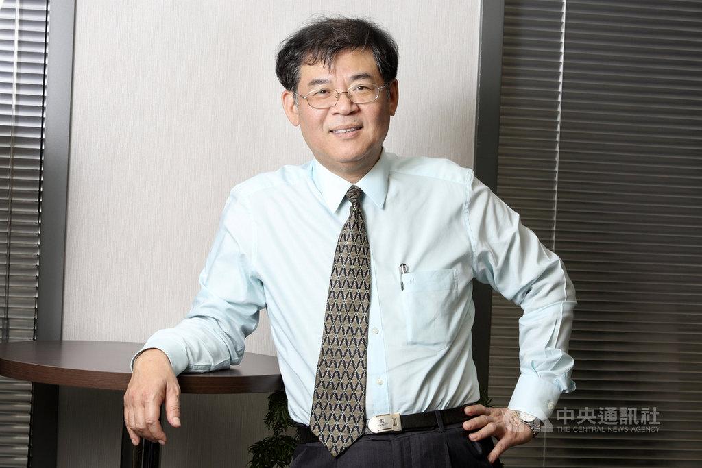 是方董事長吳彥宏宣布「是方i健康APP」上線,整合智慧穿戴及量測裝置,搭配健康資料分析引擎、食物圖像辨識功能,打造智慧健康雲。中央社記者江明晏攝 109年11月30日