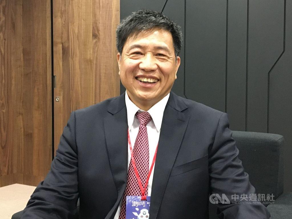台北市電腦公會理事長彭双浪預估,面板能見度可到明年上半年,明年市場需求樂觀,希望價格越穩定越好。中央社記者鍾榮峰攝 109年12月2日