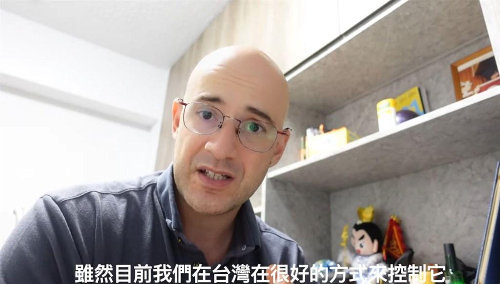 從土耳其來台發展的藝人吳鳳,近期透露遠在家鄉土耳其的5名親人接連確診武漢肺炎。(圖取自facebook.com/rifatshowman)