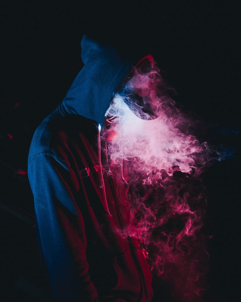中部15歲少年抽4年電子菸罹肺炎,成為全台首例電子菸肺病通報個案。(示意圖/圖取自Unsplash圖庫)