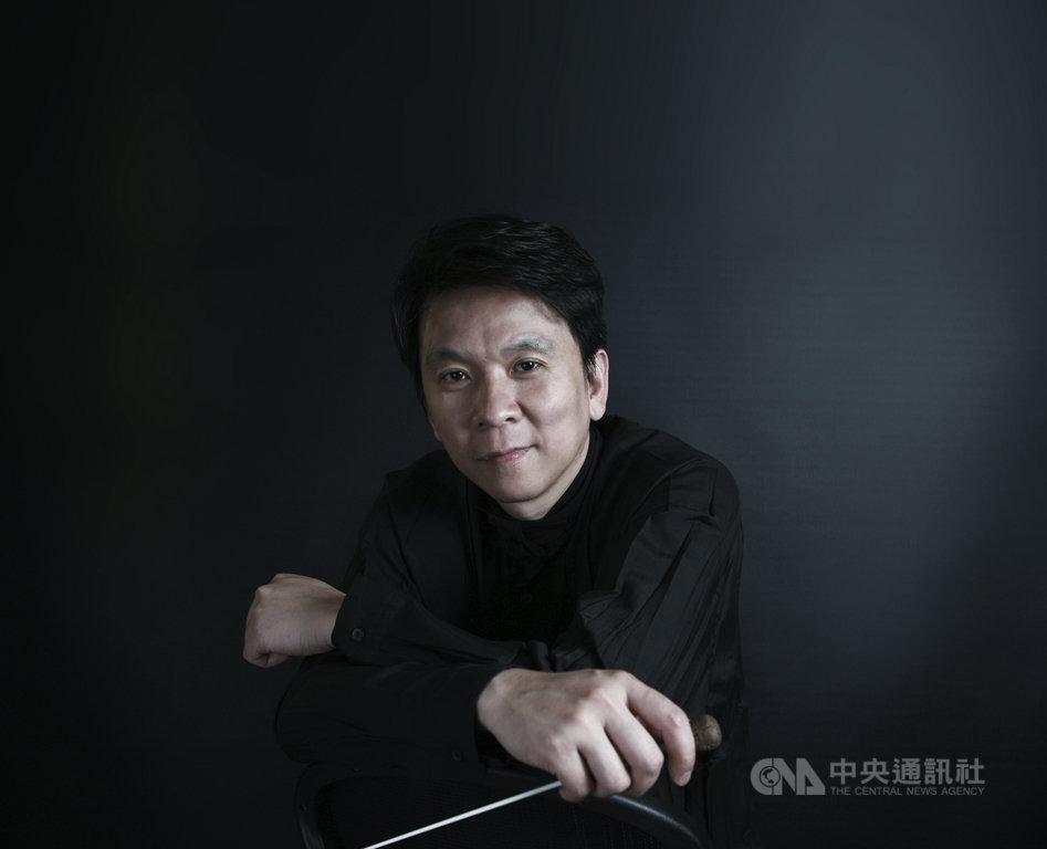 台灣國樂團「好事成雙」雙協奏曲之夜音樂會,由客席指揮劉江濱發想,音樂會以3首協奏曲讓樂器彼此對話,展現獨特聲響。(台灣國樂團提供)中央社記者趙靜瑜傳真 109年12月2日