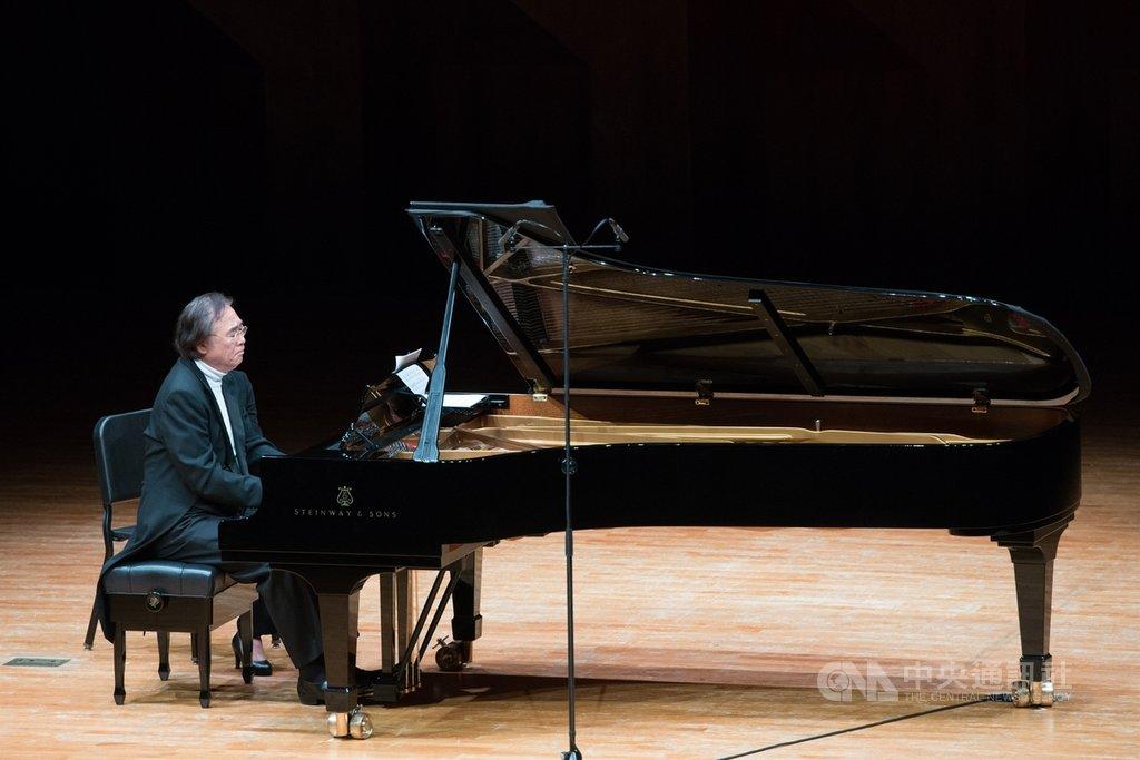 旅法韓籍鋼琴家白建宇16日至23日將在台中國家歌劇院連8天演奏貝多芬32首鋼琴奏鳴曲。這32首被譽為鍵盤音樂「新約聖經」,橫跨貝多芬生命歷程的不同階段,彷若貝多芬一生對藝術追求的縮影。(台中國家歌劇院提供)中央社記者蘇木春傳真  109年12月3日