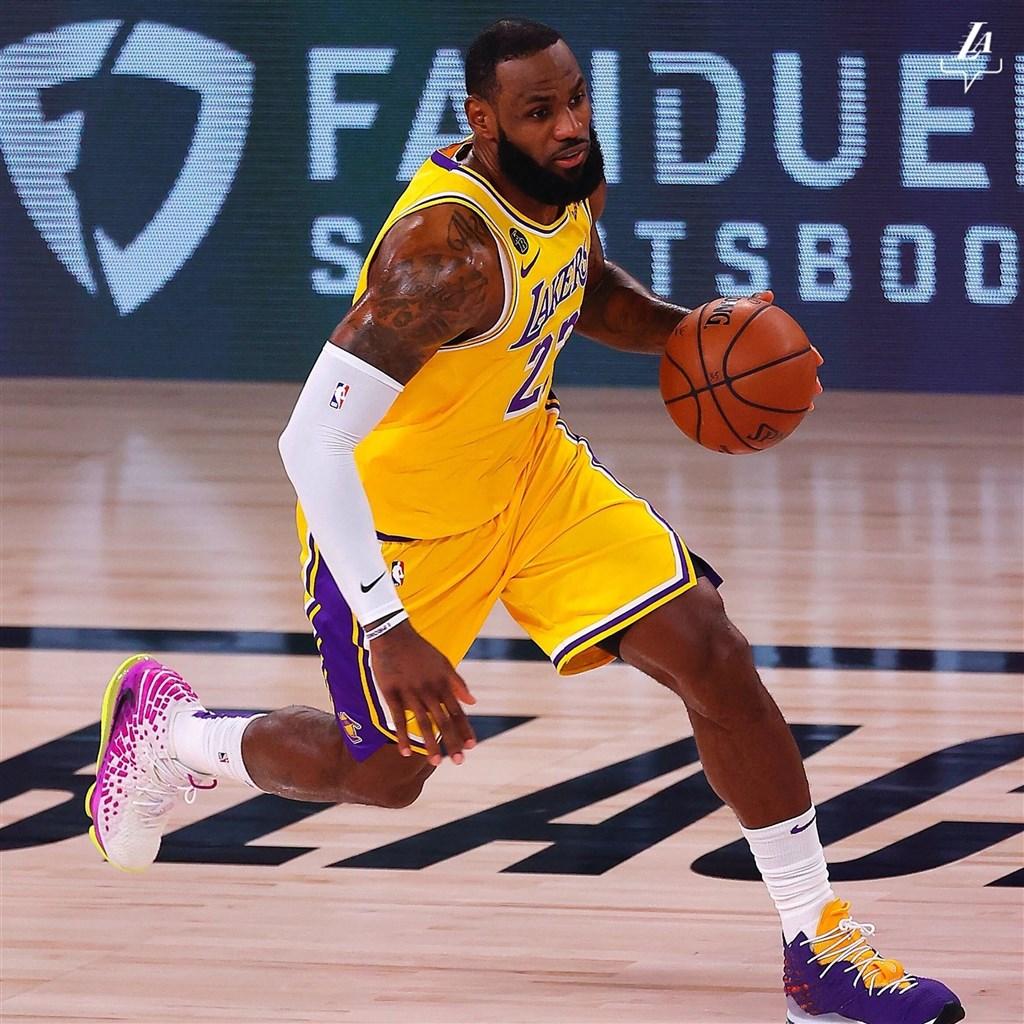 美國職籃NBA洛杉磯湖人球星詹姆斯(圖)的經紀人保羅表示,詹姆斯已同意與湖人續約。(圖取自facebook.com/losangeleslakers)