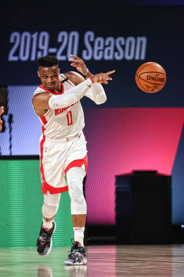NBA休士頓火箭同意將2017年的年度MVP衛斯布魯克(圖)交易到華盛頓巫師,換來明星控衛沃爾和1個首輪選秀權。(圖取自facebook.com/houstonrockets)
