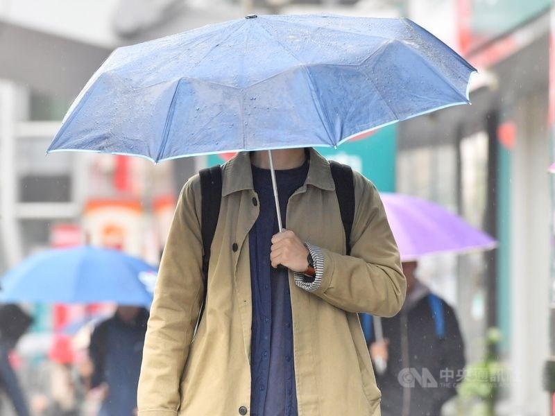 東北季風影響,中央氣象局4日上午發布台北市、新北市、基隆市及宜蘭縣大雨、豪雨特報。(中央社檔案照片)