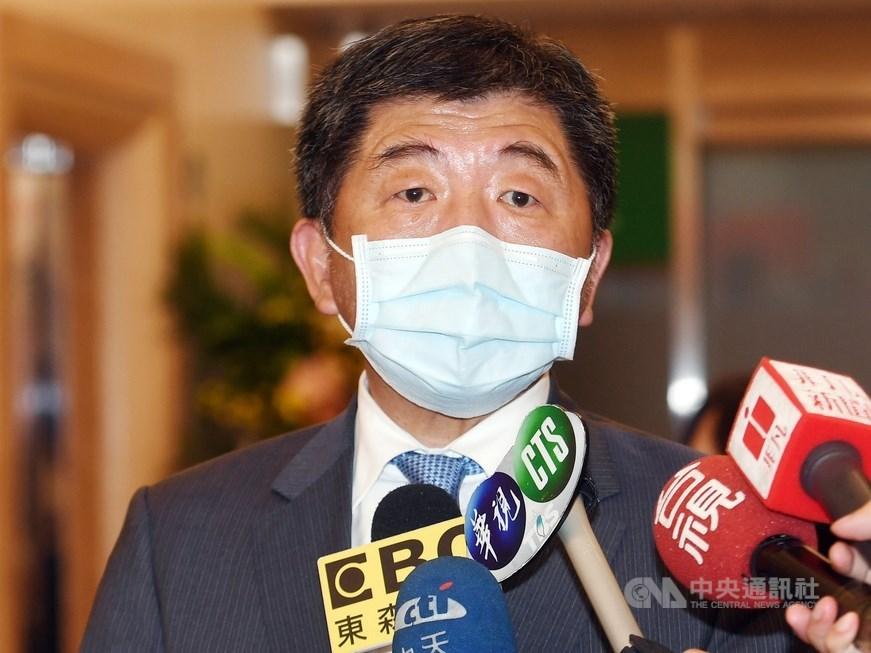 日前1名印尼移工確診武漢肺炎,疫情指揮中心指揮官陳時中(圖)5日說,該名移工在宿舍的接觸者,新增1名確診。(中央社檔案照片)