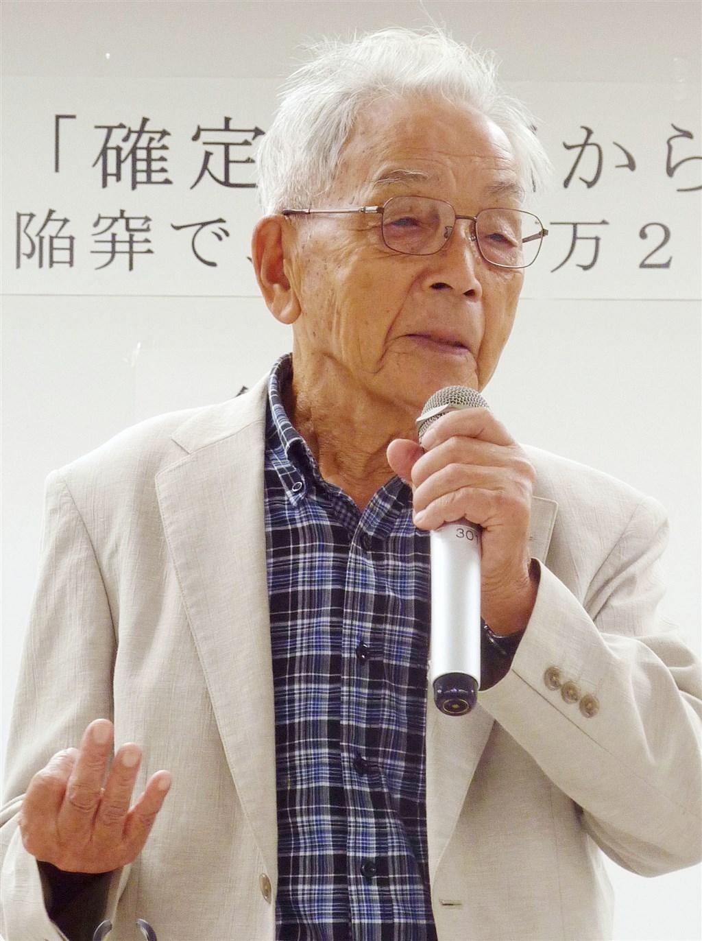 免田榮為日本史上首名獲法院再審改判無罪的死囚,獲釋後他致力預防冤罪發生及廢除死刑等活動,5日因衰老去世,享耆壽95歲。圖為免田榮2013年在演講活動中分享自身經驗。(共同社)