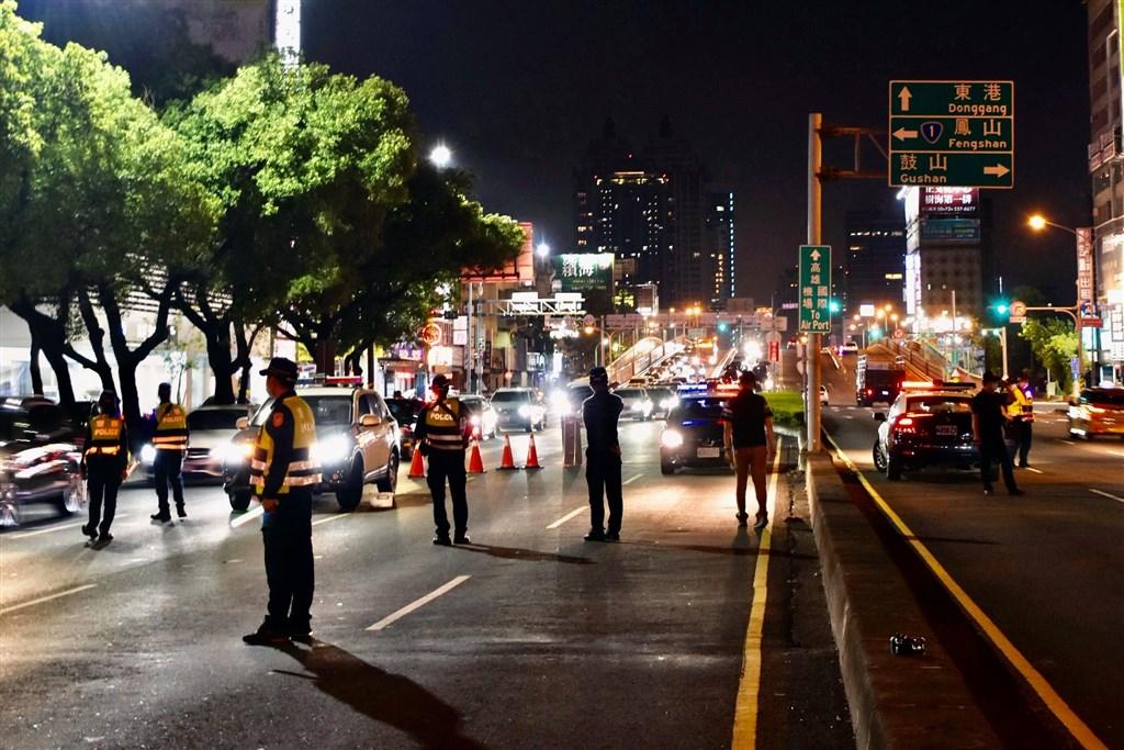 高雄市警察局1到10月開出逾150萬張的交通違規罰單,其中有1152張烏龍罰單,高掛排行首位的是「搞錯車號或車種」,占總數的5成。(圖取自facebook.com/KaohsiungPolice)