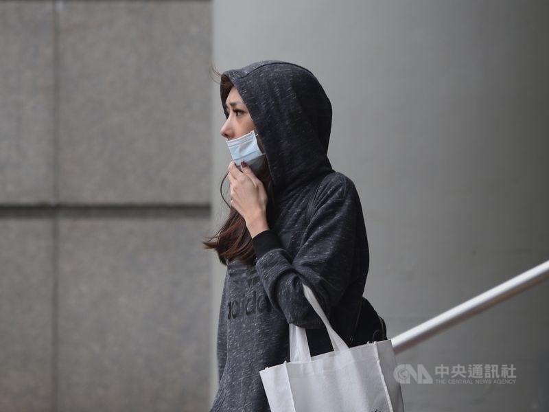 中央氣象局指出,6日北台灣整天稍涼,中南部日夜溫差較大,台南以北及宜蘭地區低溫約攝氏16至18度。(中央社檔案照片)