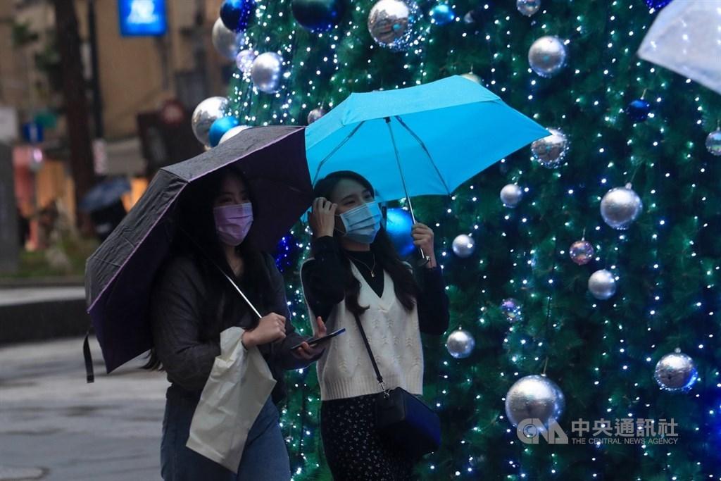 氣象局表示,13日起東北季風及冷空氣影響,一直到16日的夜間清晨中部以北低溫約攝氏15度,沿海空曠地區可能更低。(中央社檔案照片)
