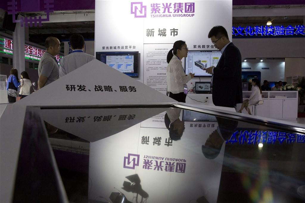 曾揚言併購台積電的中國半導體廠紫光集團財務持續惡化,10日其境內外公司債同步違約,市場普遍認為紫光距離破產已經不遠。圖為2018年紫光集團參加第21屆中國北京國際科技產業博覽會。(美聯社)