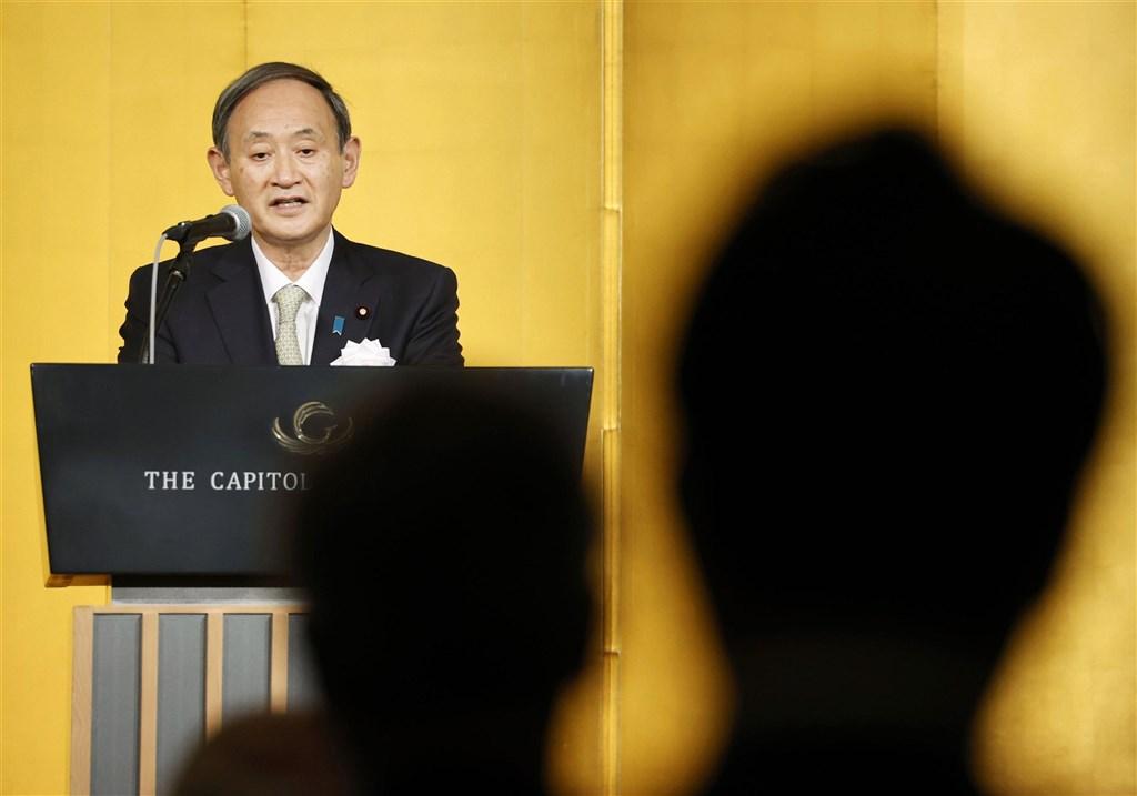 最新民調顯示,針對日本政府防疫對策,有高達66%受訪者未給予首相菅義偉政府正面評價。(共同社)