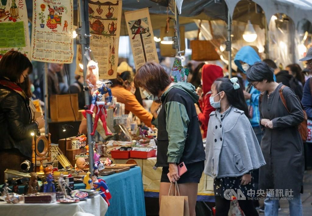 中研院經濟所16日發布經濟預測,估2020、2021年經濟成長率分別達2.71%、4.24%,也形容台灣是「大疫狂流中的璀璨明珠」。(中央社檔案照片)