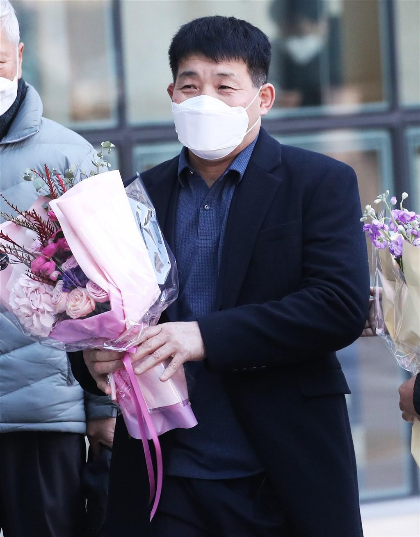 32年前遭控犯下「華城連環殺人案」中第8起案件的尹成如(圖)隨著案件偵破,17日受法院宣判無罪。(韓聯社)