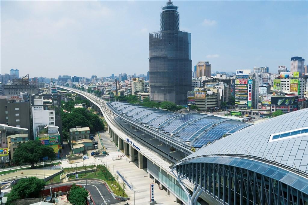 捷運是縣市合併升格的重要交通建設象徵,卻也帶來人口磁吸效應,如何透過大眾運輸網建立縣市生活圈成為解決之道。圖為中捷綠線搭配台鐵環線打造生活圈路網。(台中市政府提供)