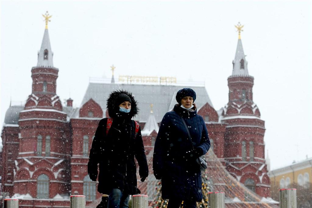 俄羅斯24日通報,境內新增2萬9935起新冠病毒確診病例及635起死亡病例,皆創疫情爆發以來單日新高紀錄。(安納杜魯新聞社)