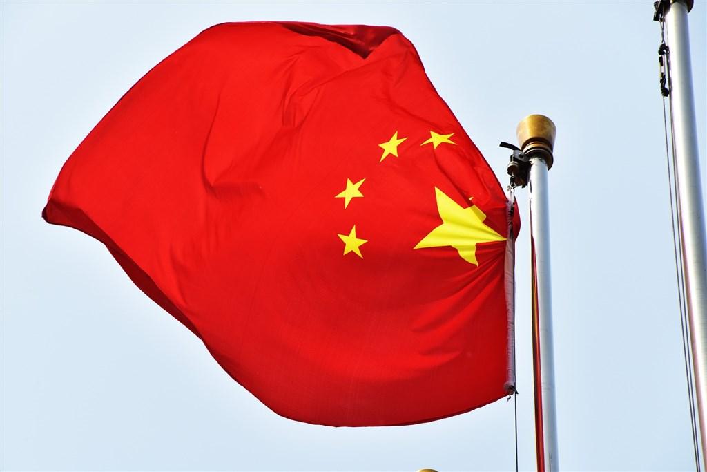 香港媒體23日報導,北京方面計劃廢除香港區議會在選舉委員會所占的117名委員,此舉顯然是要廢除泛民主派區議會議員選舉行政長官(特首)的權利。圖為中國國旗。(圖取自Pixabay圖庫)