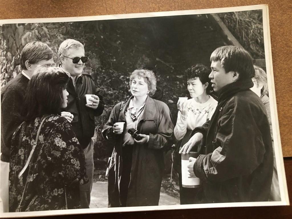 資深媒體人倪有純在臉書表示,曾監製電影「悲情城市」的資深製片張華坤(右1)於12月26日因肺腺癌過世,享壽65歲。(圖取自倪有純臉書facebook.com)