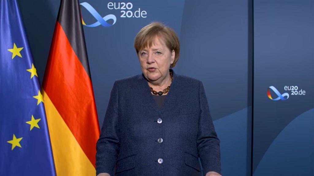 德國總理梅克爾31日在新年談話中重申,2021年9月大選她不會再參選。而在執政15年內,她認為今年是最艱困的一年;但武漢肺炎疫苗開始施打後,讓2021年充滿希望。(圖取自facebook.com/Bundesregierung)