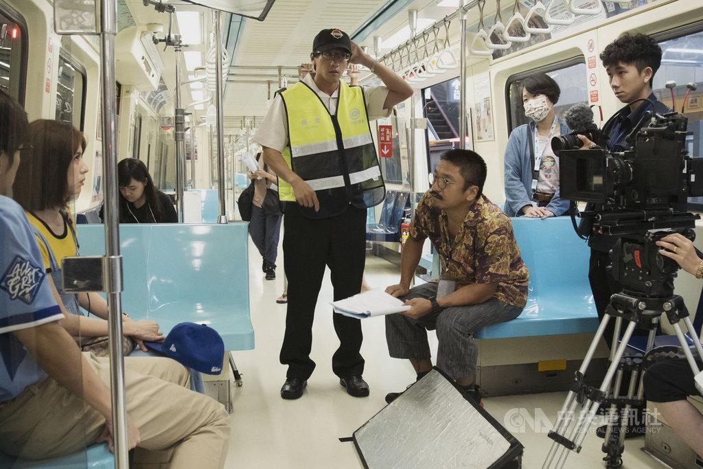 喜劇「戒指流浪記」以台北地景為基底,每集主場景設定一個捷運站及其周邊,凸顯台北各隅景色,其中戒指遺失戲碼就發生在捷運車廂中。(HBO Asia提供)中央社記者葉冠吟傳真 110年1月4日