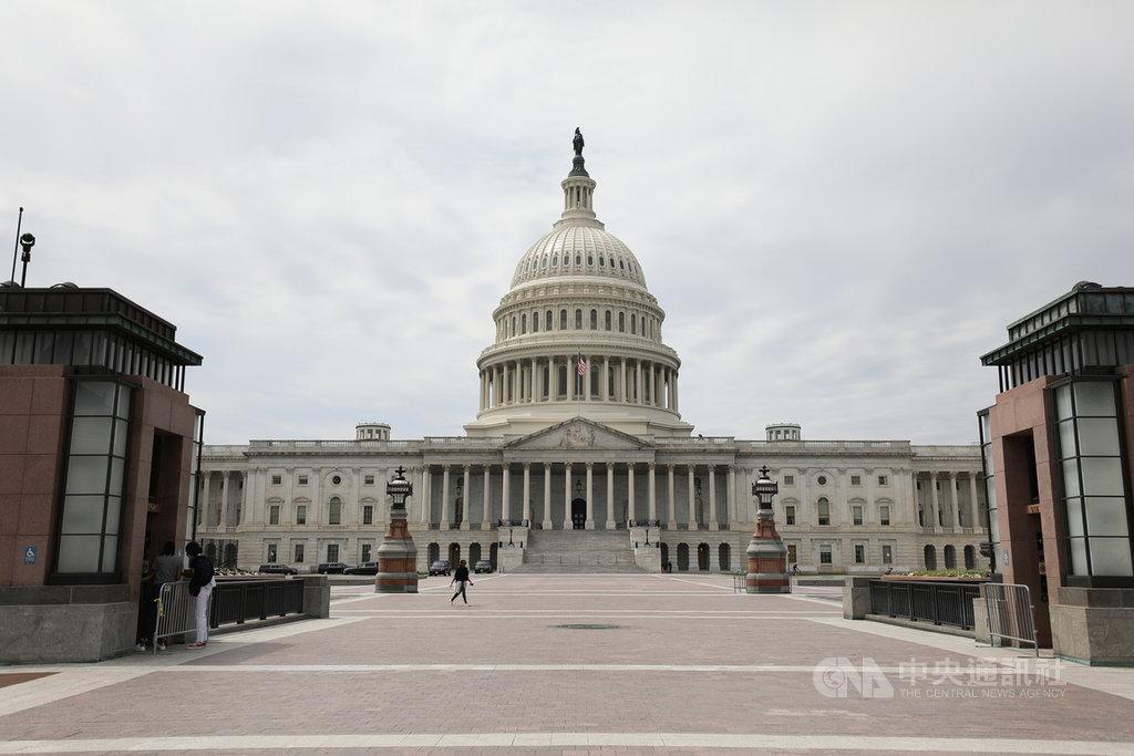 美國喬治亞州美東時間5日將舉辦2席參議員決選,結果將決定哪個黨將獲得參議院掌控權。圖為109年11月19日所攝美國國會外觀。中央社記者徐薇婷華盛頓攝 110年1月5日