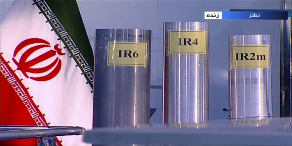 伊朗最高領袖哈米尼22日表示,若有必要,可能會將鈾濃縮到高達60%純度。圖為2018年伊朗展示加速生產濃縮鈾的離心機。(美聯社)
