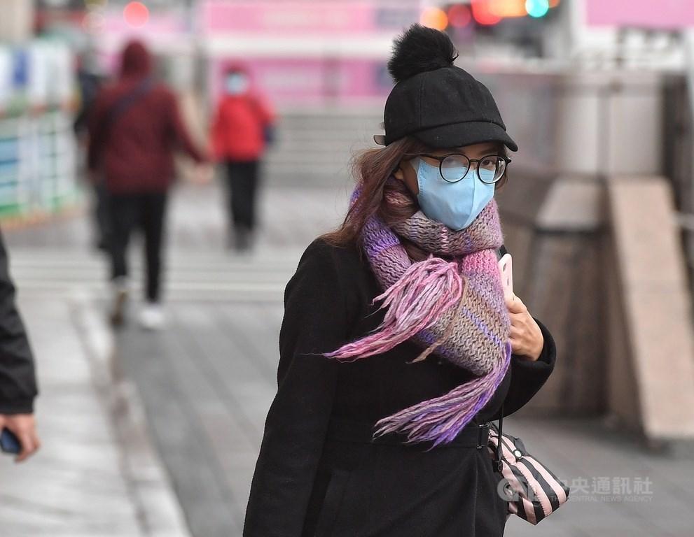氣象專家吳德榮5日表示,7日寒流南下,尤其7、8日下午,北台灣天氣極溼冷,感覺會比上一波還冷,預測11、12日又有冷空氣加入,氣溫再降。(中央社檔案照片)
