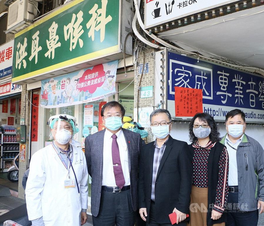國際醫院聯盟(IHF)表彰傑出防疫貢獻者,全球只有2 家診所獲得此獎,其中之一是位在台北市北投區的洪耳鼻喉科診所,讓台灣防疫成績再受國際矚目。(醫師公會全國聯合會理事長邱泰源提供)中央社記者陳偉婷傳真 110年1月6日
