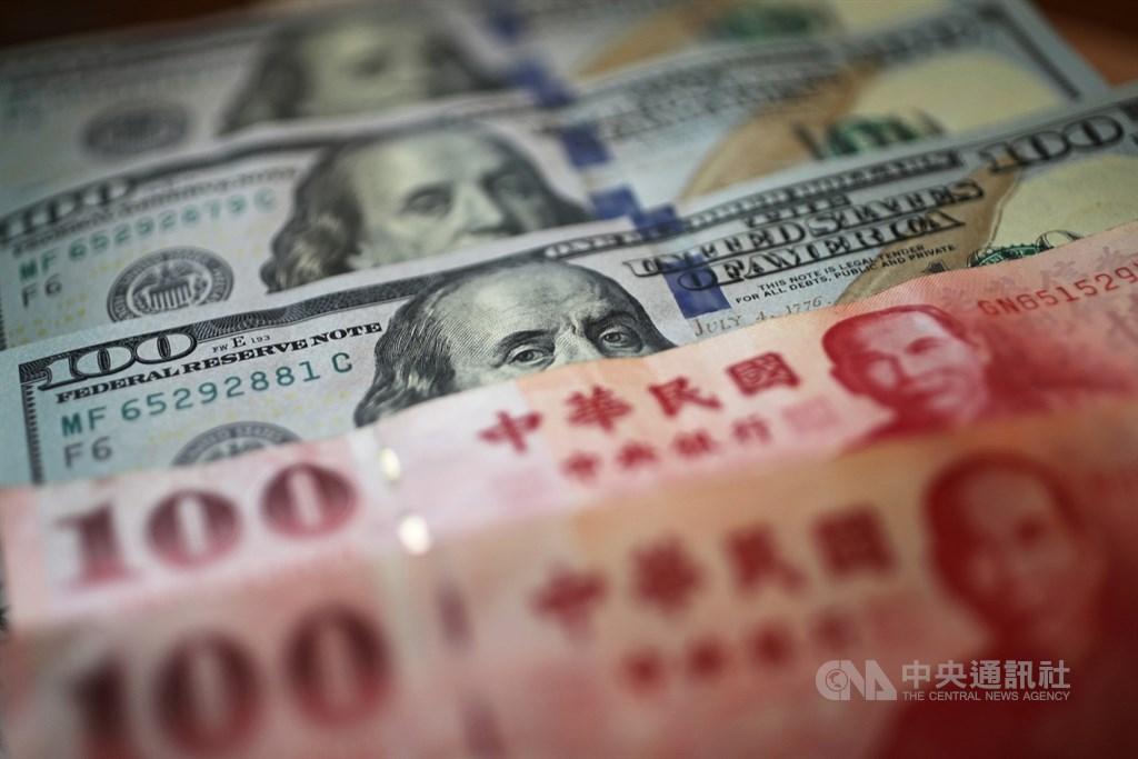 台北外匯市場新台幣兌美元匯率13日以28.27元開盤,強升2.11角。(中央社檔案照片)