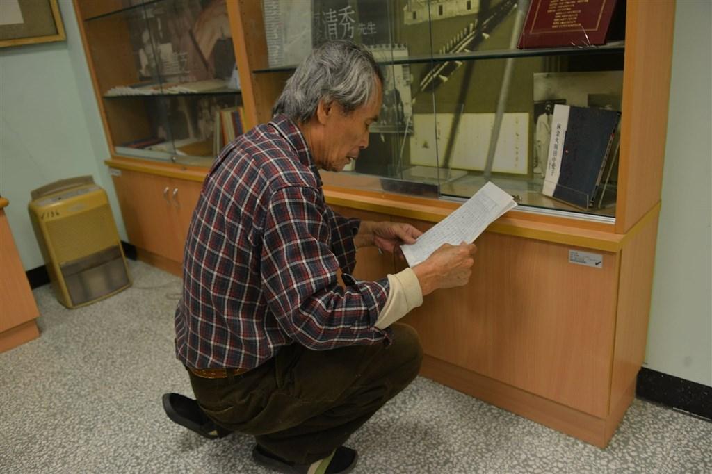 已故作家鍾肇政兒子鍾延威在臉書披露,真理大學麻豆校區台文館去年底遭無預警換鎖封館,不讓一手創辦台文館的82歲張良澤(圖)進入。(圖取自鍾延威臉書facebook.com)