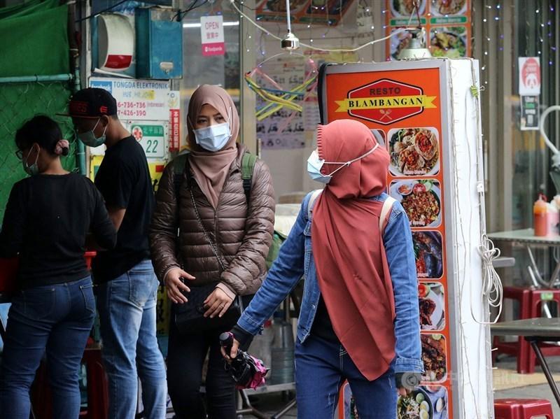 印尼原訂15日起實施移工零付費政策,移工輸出的安置成本由海外雇主與印尼地方政府分擔。海外移工安置暨保護局14日發布通知,將宣布延後實施這項政策。(中央社檔案照片)