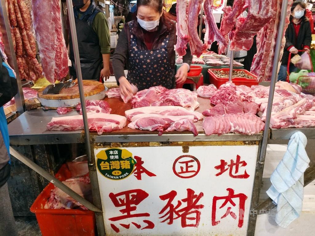 媒體報導,豬肉儀表板美豬進口數量疑與進口資料不符。食藥署11日表示,食品邊境查驗和豬肉儀表板的資訊系統不一樣,會儘速完成系統更新。(中央社檔案照片)