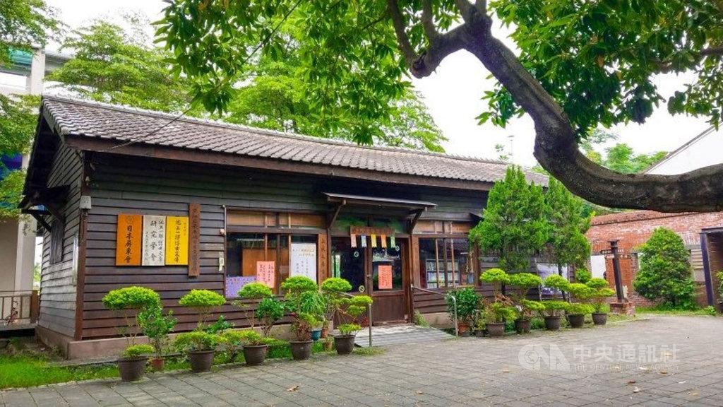 池上一郎博士文庫被喻為亞洲最南端的日文圖書館,目前文庫藏書以日文書籍為主,約有1萬6000冊,已被列為歷史建築。(竹田鄉公所提供)中央社記者郭芷瑄傳真  110年1月11日