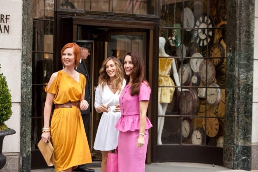 HBO Max宣布,慾望城市續集將重返小螢幕,除金凱特羅之外的主要角色都將回鍋出演。(圖取自facebook.com/sexandthecity2)
