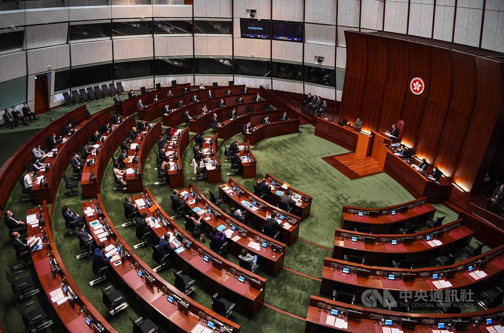 路透社引述知情人士表示,北京仍忌憚香港泛民主派,考慮改革立法會選舉制度,原訂9月的選舉可能再延後。此外,北京也考慮削弱泛民在特首選委會中的影響力。(中通社提供)中央社 110年1月12日
