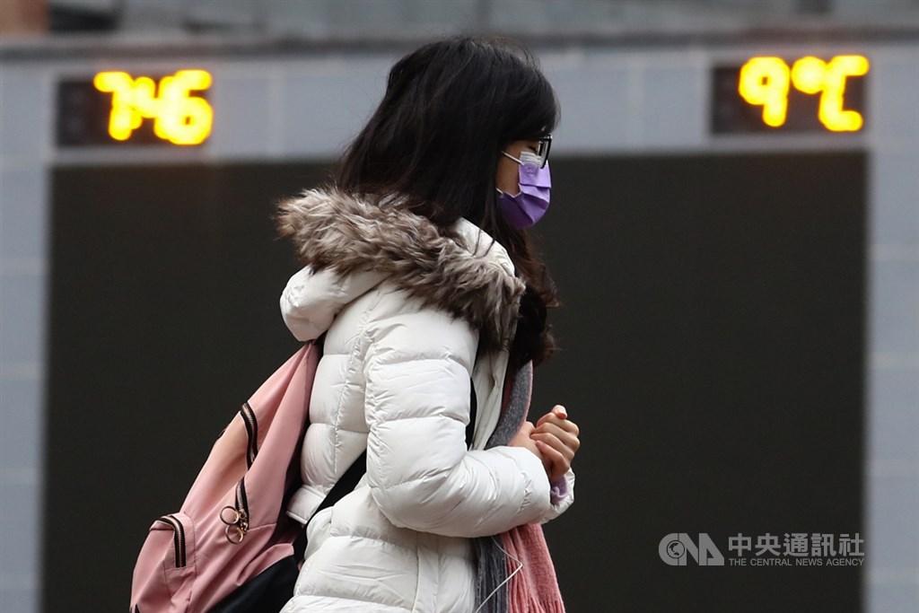 氣象局表示,14及15日天氣仍日夜溫差大,白天西半部高溫約攝氏25度左右,但中部以北低溫僅6至9度。(中央社檔案照片)