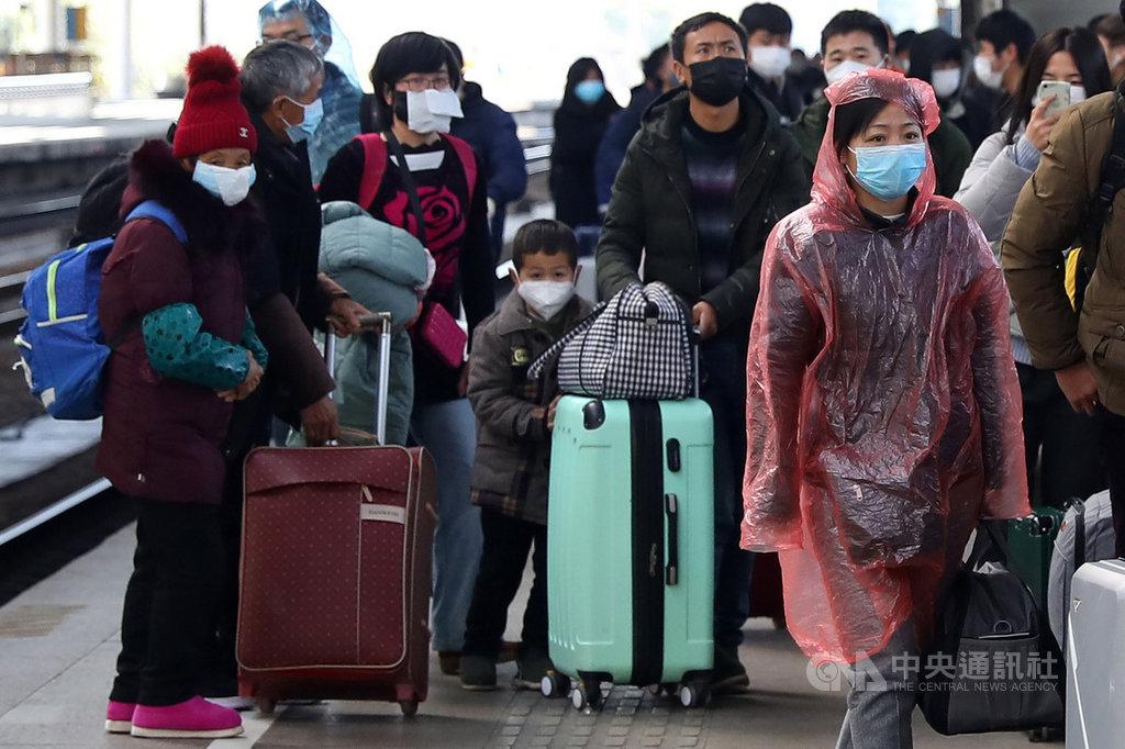 中國疾控官員形容,春運的2019冠狀病毒疾病(COVID-19,武漢肺炎)疫情防控是目前中國疫情防控面臨的一次「大考」。圖為2020年南京火車站春運景象。(中新社提供)中央社 110年1月13日