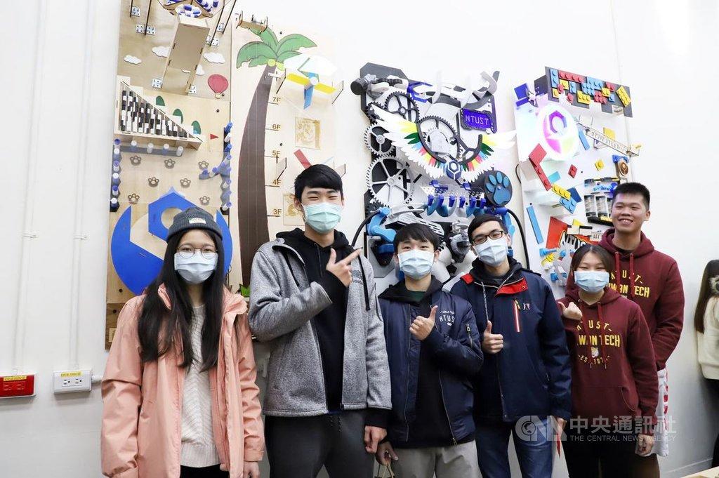 台灣科技大學舉辦3D列印專題競賽,讓學生整合3D列印相關技術,打造有不同機關的巨型扭蛋機。(台科大提供)中央社記者許秩維傳真  110年1月13日