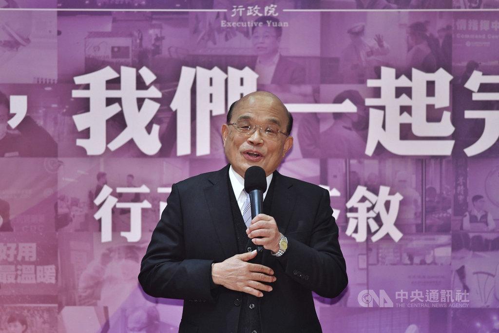 行政院長蘇貞昌(圖)14日表示,若要問他就任2年、第3年的第一天是什麼心情,他是撫著胸口說,「好家在」。台灣話的好家在有種慶幸、感謝、不敢居功的味道,好家在台灣的總統是蔡總統,好家在有民眾支持、立法院幫忙,好家在行政團隊非常努力,在困難中做對的決定,讓台灣成為亂世中的福地,「希望好家一直都在,好家在。」中央社記者王飛華攝  110年1月14日