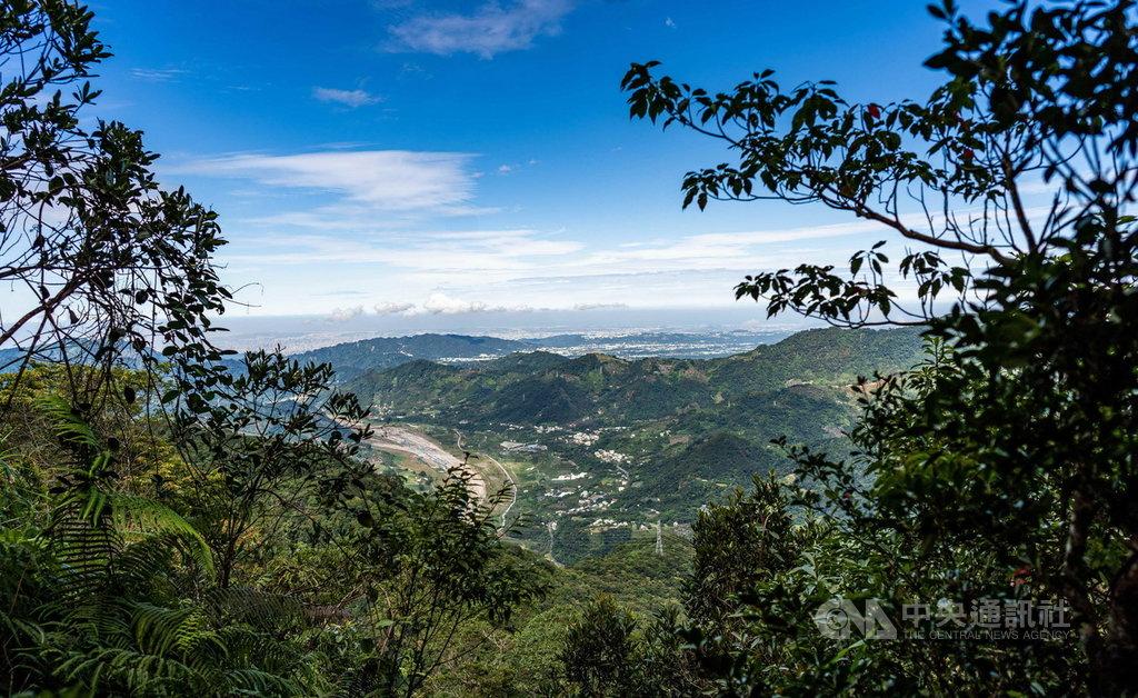 台中市政府舉辦山岳旅遊「2020谷關七雄.健行森活」活動,讓遊客體驗獨特山林、生態及文化,總計超過2000人響應。(觀旅局提供)中央社記者趙麗妍傳真 110年1月14日