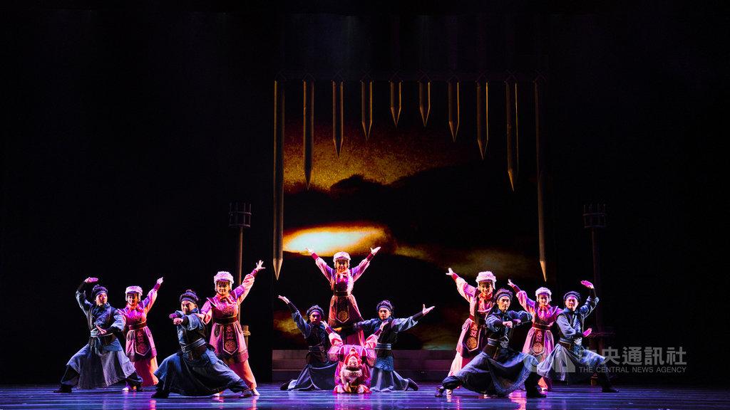 薪傳歌仔戲劇團改編歌仔戲經典劇目「昭君.丹青怨」,16日、17日將在台中國家歌劇院登台演出,14日進行彩排。(台中國家歌劇院提供)中央社記者郝雪卿傳真 110年1月14日