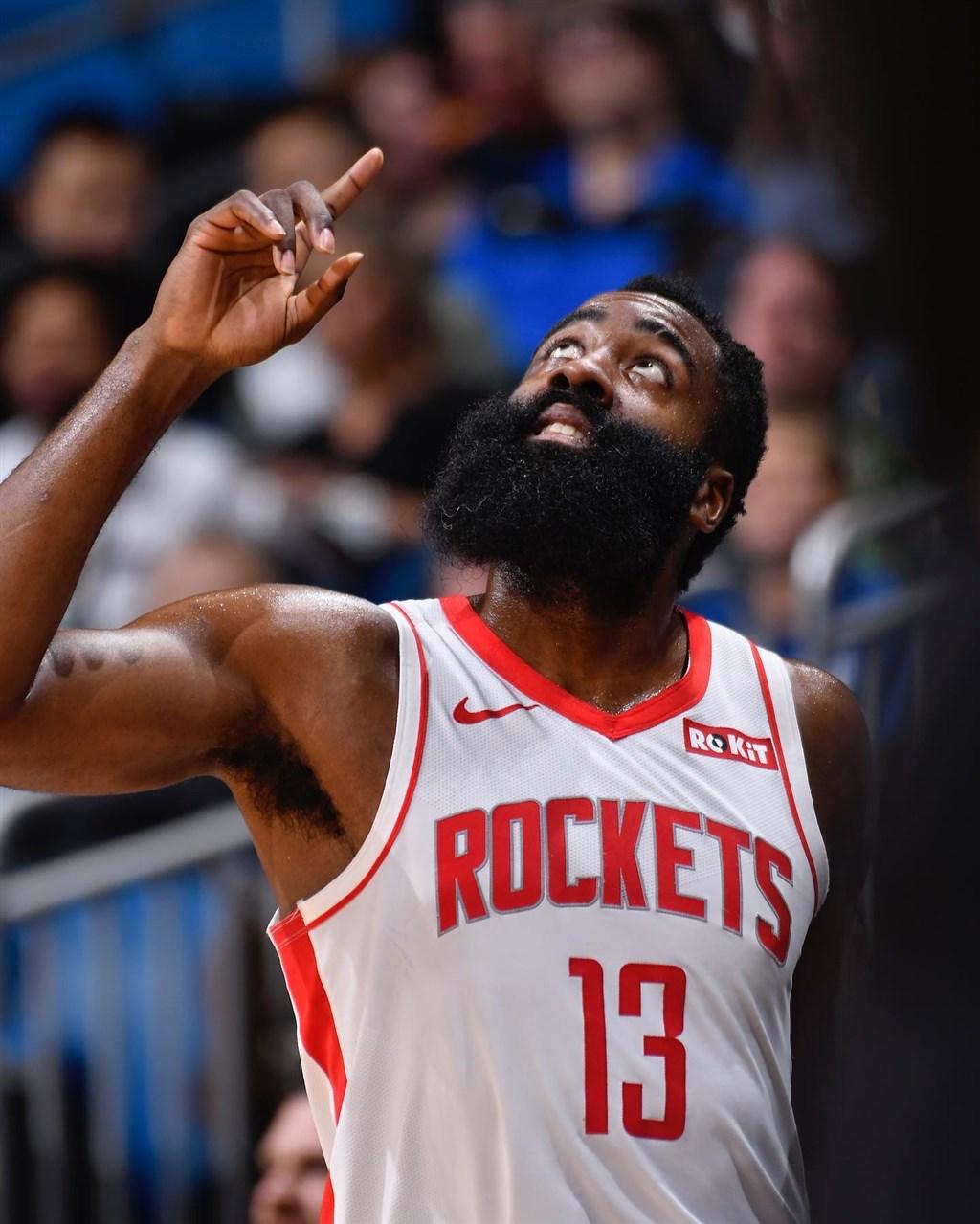 美國職籃NBA休士頓火箭透過4隊交易,將「大鬍子」哈登(圖)換到布魯克林籃網隊,將與籃網超級巨星杜蘭特、厄文組成三巨頭。(圖取自facebook.com/jharden13)