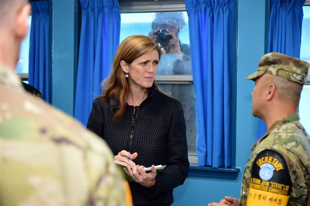美國總統當選人拜登13日表示,將提名前美國駐聯合國大使鮑爾(中)掌管美國國際開發總署,由她負責美國的對外援助。(圖取自facebook.com/AmbassadorPower)