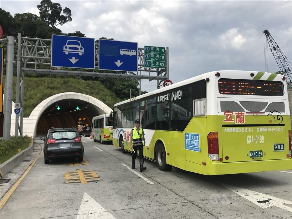 公路總局14日宣布,蘇花改從今年春節起,每逢3天以上連續假期開放大客車行駛路肩。(中央社檔案照片)