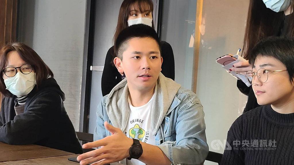 KKBOX音樂事業群總經理黃嘉宏(中)表示,近期KKBOX 從音樂轉型成聲音社群品牌,平台上有越來越多不同的聲音作品上架。中央社記者江明晏攝 110年1月15日