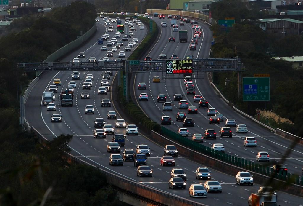 高公局表示,國道3號於109年6月後,假日交通量增加幅度比國5還多。(中央社檔案照片)