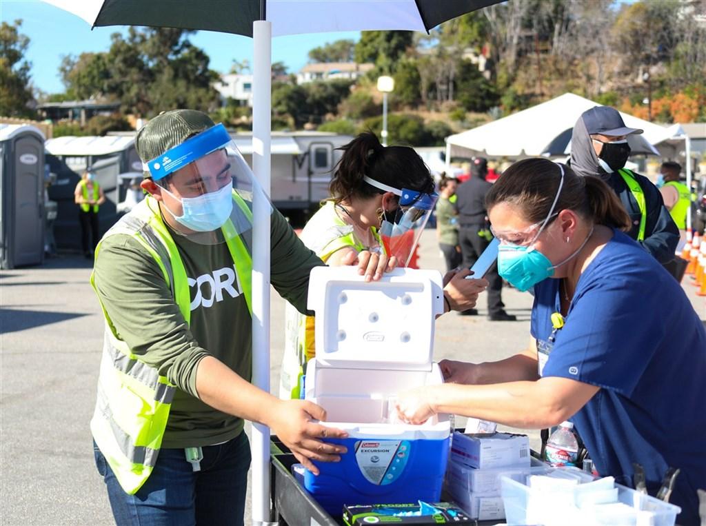 美國職棒大聯盟洛杉磯道奇球場15日啟用做為武漢肺炎疫苗的注射中心,預計每天為1萬2000人施打。(市長辦公室提供)中央社記者林宏翰洛杉磯傳真 110年1月16日